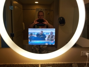 My trips to the can would probably be a lot longer if we had this mirror in our bathroom at home.